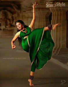 It is a Skill and Dance Feat of High Order, Om India. Couple Photography Poses, Indian Photography, Dance Photography, Indian Photoshoot, Indian Classical Dance, Dance Paintings, Dance Poses, Belly Dancers, Dancers Feet