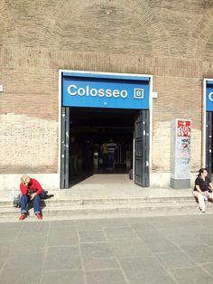 Stesso giorno. Stessa ora. Il deserto per entrare alla metro Colosseo..