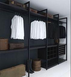 Un dressing pas cher en bois peint en noir Plus