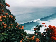 Shared by Vintage Wall. Find images and videos about blue, nature and beach on We Heart It - the app to get lost in what you love. Surf Mar, Tumblr Ocean, Beautiful World, Beautiful Places, Beautiful Beautiful, Beautiful Scenery, Amazing Places, Beautiful Flowers, Uluwatu Temple