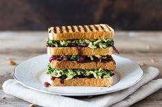 Grillattu lehtikaali toast // Grilled kale toast Avocado Toast, A Food, Grilling, Sandwiches, Breakfast, Household, Morning Coffee, Crickets