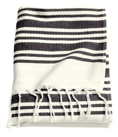 Beach towel in woven, textured cotton fabric with printed stripes. Fringe on short sides and hanger loop on one long side. Diy Bathroom Decor, Bathroom Interior Design, Beach Towel Bag, Shower Towel, H&m Home, Summer Essentials, Home Decor Furniture, Bath Towels, Bathroom Towels