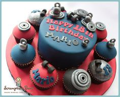 Big Cake Little Cakes : Weightlifting - Cake by Scrumptious Buns Birthday Cakes For Men, Big Cakes, Little Cakes, Fondant Cakes, Cupcake Cakes, Crossfit Cake, Fitness Cake, Gym Fitness, Building Cake