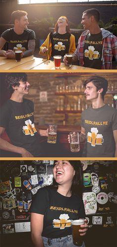 Stylisches T-Shirt, für alle die Bierkrug, Saufen, Seidlmarathon, Bier, Bierschaum, Geschenkidee, Halbe, großes Bier, Biermarathon, Seiterl, kleines Bier, Bierrallye, Geschenk, Krügl, Seidlrallye, Wiener, Krügerl, Bierglas, Rallye, Alkohol, Sauftour, Wien, Pivo, Marathon, Seidl  lieben. Hervorragend designed, und mit schöner Grafik bedruckt. Großartige Geschenkidee für Männer, Frauen und Kinder sowie Mütter, Väter, Brüder, Schwestern, Freunde, Freundin, Onkel, Tante, Omas und Opas… Marathon, Shirt Designs, Baseball Cards, Beautiful Artwork, Saint Name Day, Grandma And Grandpa, Man Women, Alcohol, Beer