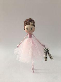 Brooch doll Ballerina light pink Jewelry de Mischic en Etsy https://www.etsy.com/es/listing/507111922/brooch-doll-ballerina-light-pink-jewelry