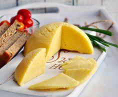Domowy ser żółty z twarogu, jest bardzo prosty do przygotowania, wyglądem przypomina trochę ser salami, albo ser Liliput, a jego smak zależy od ilości soli i dodatków smakowych. Swój pierwszy ser żółty zrobiłam bardzo dawno temu, przepis mam od babci … Czytaj dalej →