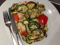 Vooraf te maken, gezond én lekker. De kabeljauw courgetteschotel voldoet aan alle eisen. Tomaat en courgette combineert ook goed met andere groente of vis.