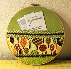 Embroidery hoop = note holder!