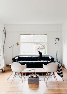 A Less-is-More Home and Studio in the Pacific Northwest