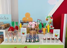 This Farm Animal Themed Birthday Party features adorable party decorations, birthday cakes, desserts, and fun for the kids. Animal Themed Birthday Party, Farm Themed Party, Farm Animal Party, Farm Birthday, Birthday Party Favors, 2nd Birthday Parties, Birthday Party Decorations, Birthday Ideas, Barn Parties