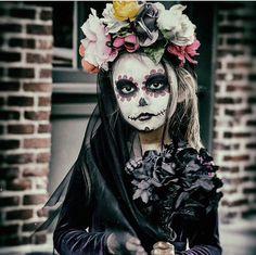 Day of the dead Fete Halloween, Halloween 2017, Halloween Costumes For Kids, Halloween Make Up, Halloween Crafts, Vintage Halloween, Sugar Skull Costume, Sugar Skull Makeup, Maquillage Sugar Skull