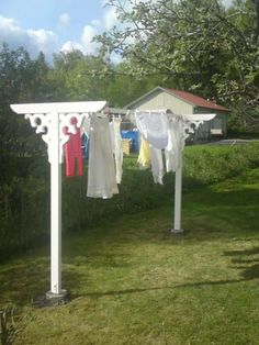 Drying laundry outdoors (Diy Clothes Line) Diy Garden Projects, Outdoor Projects, Outdoor Clothes Lines, Garden Art, Home And Garden, Vintage Laundry, Outdoor Living, Outdoor Decor, Garden Structures