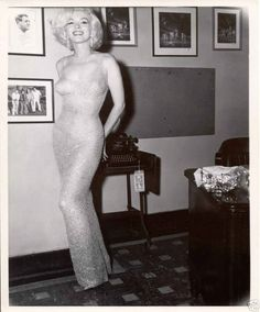 What happened to the Happy Birthday Mr. President dress of Marilyn Monroe? In May of Marilyn Monroe helped to celebrate President John F. Kennedy's birthday at a spectacular party in. Glamour Hollywoodien, Hollywood Glamour, Old Hollywood, Hollywood Stars, Divas, Marilyn Monroe And Jfk, Jfk Birthday, Happy Birthday Mr President, Photo Star