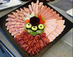 62 ideas for cheese platter presentation cold cuts Party Platters, Party Buffet, Cheese Dishes, Cheese Platters, Meat Platter, Food Carving, Food Garnishes, Food Platters, Food Decoration