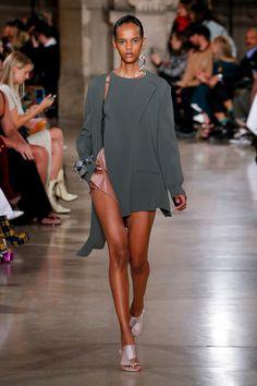 Esteban Cortazar Fall 2019 Ready-to-Wear Fashion Show - Vogue Vogue Paris, Vogue Russia, High End Fashion, Fashion Show Collection, Stylish Girl, Mannequins, Carrie, Spring Summer Fashion, Runway Fashion