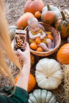 Tips and tricks for creating your own perfect baby pumpkin patch photoshoot. Fall Baby Pictures, Fall Family Photos, Baby Pumpkin Pictures, Family Photoshoot Ideas, Halloween Baby Pictures, Baby Halloween, Foto 3d, Baby In Pumpkin, Newborn Baby Photography
