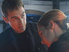 CLICK FOR THE FIRST LOOK AT THE DIVERGENT TRAILER, PREMIERING ON THE VMAS SUNDAY!