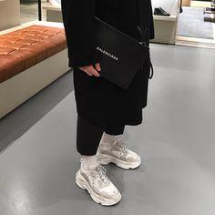 "1,292 mentions J'aime, 38 commentaires - FITS ON POINT (@fitsonpoint) sur Instagram : ""#FitsOnPoint via @fashionablezone featuring @sxvsu: Denim Jacket: Sxvsu Jeans: Sxvsu Shoes: Adidas…"""