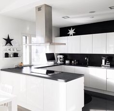 Love this black & white kitchen New Kitchen, Kitchen Dining, Kitchen Decor, Black Kitchens, Home Kitchens, Contemporary Doors, Cuisines Design, Sweet Home, New Homes
