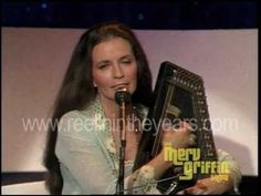 """June Carter Cash sings """"Hello Stranger"""" and """"San Antonio Rose"""" with interview (Merv Griffin Show Johnny Cash June Carter, Johnny And June, Country Singers, Country Music, Country Artists, Music Beats, My Music, Merv Griffin Show, San Antonio Rose"""