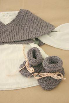 24 mois NEUF Hand Knitted BABY GIRL BONNET rouge dentelle fleur Taille nouveau-né