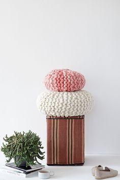 DIY - Chunky Knitted Round Pillow | Lebenslustiger