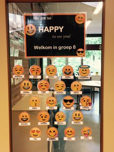 Start schooljaar School Life, Sunday School, Back To School, Classroom Setup, Classroom Walls, Lego Birthday Party, Class Decoration, Teaching Tools, Emoticon
