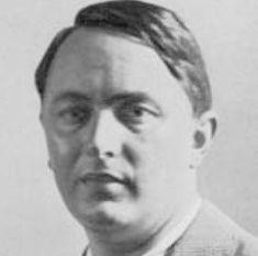 https://upload.wikimedia.org/wikipedia/it/2/2e/Giovanni_Muzio.jpg