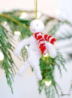 Christmas pipe cleaner ornaments - Vintage inspired - simple DIY projects. Chenille stems and spun cotton balls. This little guy looks adorable with his candy cane scarf. So easy to make.