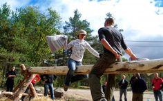 Teambuilding er populært og morsomt både på firmatur og klassetur. Outdoor Furniture, Outdoor Decor, Rafting, Teambuilding, Wood, Crafts, Manualidades, Woodwind Instrument, Timber Wood