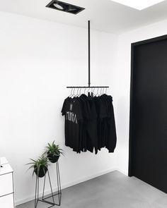 De Grote Verbouwing van Manieke - De Salon Black And White Interior, Interior Design Inspiration, Design Ideas, Shop Fittings, Black Doors, Concrete Floors, Tile Design, Interior Styling, Barbershop