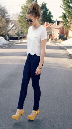 simple chic, perfect way to simply show that #GT #yellowjacket style. pretty white/ivory top, black or navy great fitting pants, and a pop of old gold in your heels. - #cindysamoht