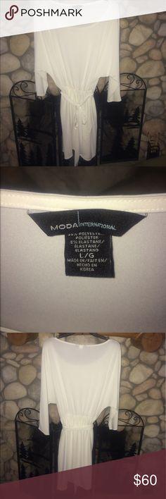 🌻 MODA VICTORIA'S SECRET CLOTHING WHITE DRESS SUPER CUTE NEVER WORN DOLMAN SLEEVE 3/4 SLEEVES. ELASTIC WAIST STRETCH FABRIC HAS TIE BELT. ☀️ Moda International Dresses