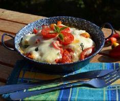 A csirke legjava: csirkemell és csirkecomb | Receptek | Mindmegette.hu Mozzarella, Bacon, Pudding, Lunch, Breakfast, Ethnic Recipes, Food, Mascarpone, Morning Coffee