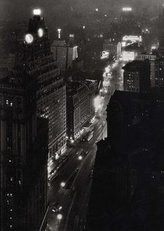 Times Square at night, New York City(1932)