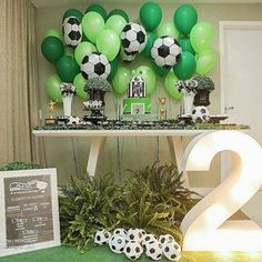 Festa futebol⚽⚽⚽ Decor @priscillacapelo_decor ⠀.⠀Inspire-se e Faça a Festa @shopfesta💜⠀.⠀.⠀.⠀.⠀Bolo e doces: @paulinhaconfeitaria⠀Balões: @pettitmix⠀Quadro: @fabricadesonhoslg ⠀Foto: @leclickfotografia#Festainfantil menino #festainfantil menina #festainfantil em casa #festainfantil jardim #festainfantil dinossauro #festainfantil tema #festainfantil ideias #festainfantil fundo do mar #festainfantil unicornio #festainfantil decoração #festainfantil simples #festainfantil comidinhas… Sports Themed Birthday Party, Soccer Birthday Parties, Football Birthday, Soccer Party, Second Birthday Boys, Birthday Themes For Boys, Soccer Baby Showers, Kids Sports Party, Birthday Party Centerpieces