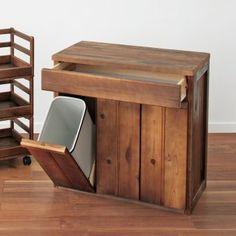 国産杉の風合いを生かした奥深さのあるヴィンテージ調キッチン収納シリーズ。ダークブラウンカラーはヴィンテージ調、ナチュラルカラーはロハス調な雰囲気を演出します。カラー、塗装によって雰囲気が一変する国産杉ならではの風合いが魅力のシリーズ商品です。 Wood Furniture, Furniture Design, Wood Crafts, Diy And Crafts, Flat Ideas, Cozy Kitchen, Home Upgrades, Small Bathroom, Home And Living