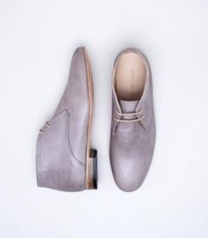 Men's soft lavender lace ups for your #groom || Selected by Finepointwedding.com
