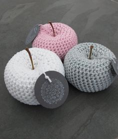 Deko-Objekte - gehäkelte Äpfel 3er Set *freie Farbwahl* - ein Designerstück von…