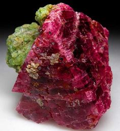 Spinel with Pargasite