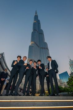 Here's 26 photos of EXO doing cool stuff and taking over Dubai Baekhyun Chanyeol, Exo Kai, Park Chanyeol, Luhan And Kris, Bts And Exo, Exo Ot12, Chanbaek, K Pop, Bambam