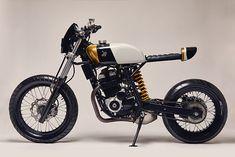 Republica Motocicletas' Honda XR 250 Is A Minimalist Cafe-Style Re-Creation Triumph Motorcycles, Custom Motorcycles, Custom Bikes, Cars And Motorcycles, Custom Choppers, Tracker Motorcycle, Moto Bike, Motorcycle Style, Dominator Scrambler