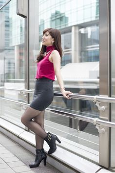 Beautiful Young Lady, Beautiful Asian Women, Beautiful Legs, Pretty Asian Girl, Cute Asian Girls, Tight Dresses, Sexy Dresses, Pantyhose Outfits, Girls In Mini Skirts