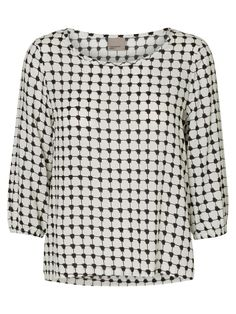 f383f454523a0 Graphic printed top from VERO MODA. Style it with a pair of blue denim jeans