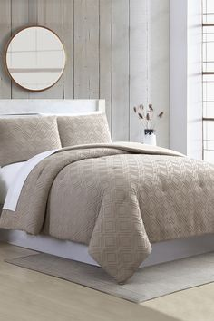 Luxury Comforter Sets, King Comforter Sets, Quilted Throw Blanket, Guest Bed, House Rooms, Comforters, Taupe, Upholstery, Interior Decorating