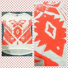 Linda camiseta branca com estampa étnica em laranja à venda www.corujeets.com #shirt #camiseta #lookoftheday #ootd #outfit