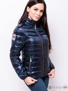W Int Liner Jacket i blått från Sail Racing | Jackan.com Black Raincoat, Hooded Raincoat, Cute Jackets, Jackets For Women, Nylons, Down Puffer Coat, Puffy Jacket, Winter Outfits Women, Rain Wear