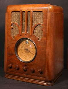 Silvertone (Sears) Model 4465 Tombstone Radio (1936)