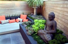 small urban garden design seat buddha figures privacy wood wall - Plus Modern Landscape Design, Modern Landscaping, Backyard Landscaping, Landscaping Software, Modern Backyard, Landscaping Ideas, Small Urban Garden Design, Zen Garden Design, Patio Design