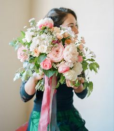 Me and my bouquet captured by @nruphoto with beautiful ribbons by @alenakubik #tulipina